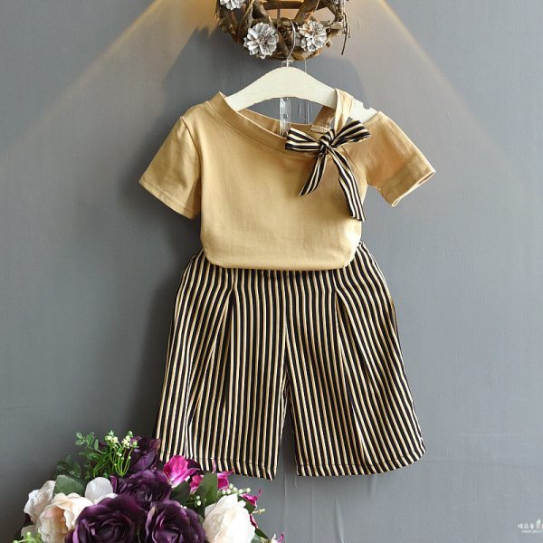 חליפה אלגנטית לילדה זהב