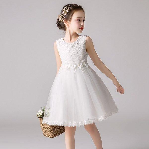 שמלת שושבינה לילדה לבנה ומקסימה