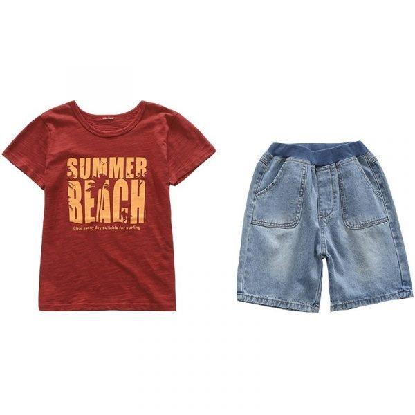 חולצה לילד ומכנסיים קיץ בחוף
